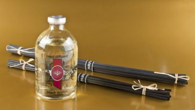 two bundles of PAIRFUM Reed Diffuser Sticks or Reed Diffuser Refill Reeds lying beside a bottle of reed diffuser refill oil