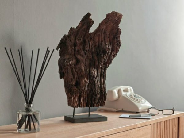Pairfum reed diffuser in the hallway to welcome visitors. Entrance hall - driftwood, reed & telephone
