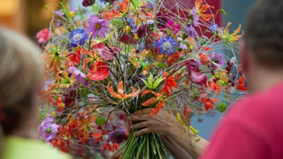 Floristry World Cup - essential oils of flowers in perfume, room fragrance and skin care
