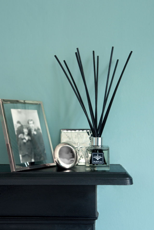 PAIRFUM luxury and natural reed diffuser on a fire surround in an art deco house