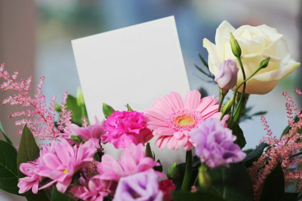 Bouquet With Note Pad To Write PAIRFUM Messages