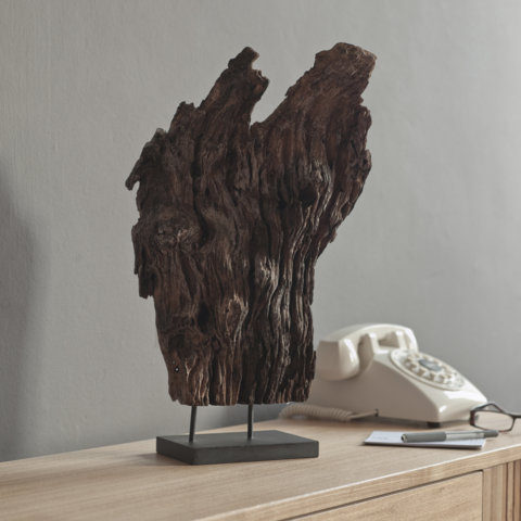 PAIRFUM natural, luxury driftwood diffuser on a long sidebaord in the hallway of a modern home