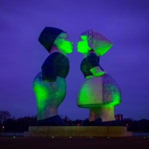 St Patricks Day Holland Kissing Couple Green